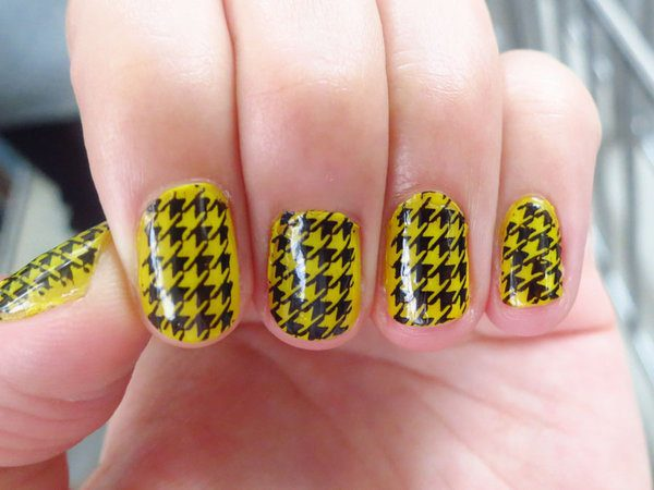 14 Gorgeous Yellow Nail Designs