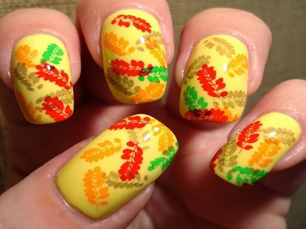 Yellow Nails with Gold, Red, Tan, and Green Leaves