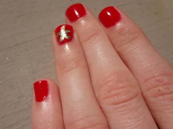 Red Nails with Gold Starfish
