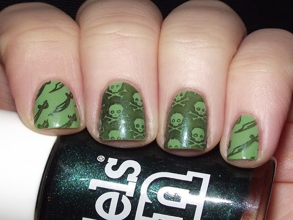 Light Green and Dark Green Skulls, Cross Bones, and Knives