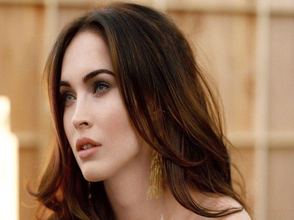 Megan Fox Shoulder Length Straight Hair with Lighter Brown Streaks