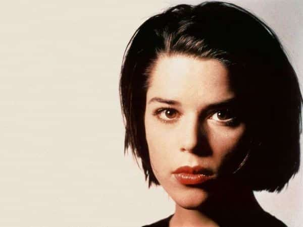 Young Neve Campbell Mega Short Bob Hairstyle