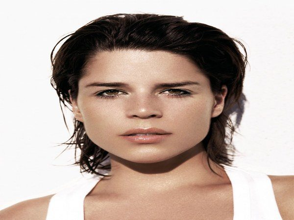 Neve Campbell Wet Look