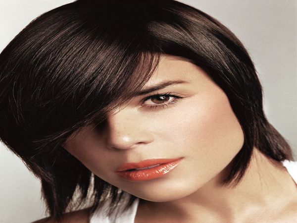 Neve Campbell Straight Bob