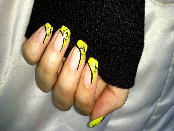 Yellow Nails with Black Lines and Bows Along the Tips
