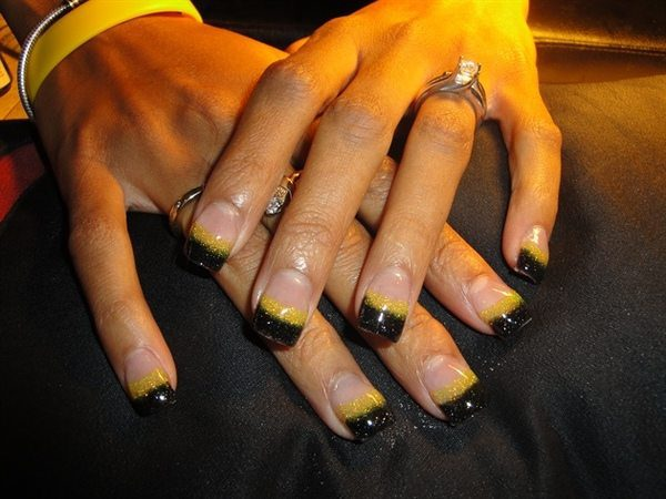 Plain Nails with Yellow and Black Striped Glitter Tips