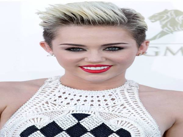 Miley Cyrus Short Blond Hairstyle