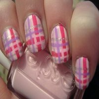 12 Totally Cool Plaid Nail Designs