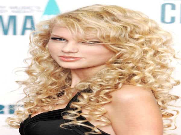 Taylor Swift Long Curly Blonde Hair
