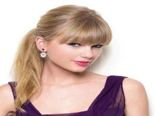 Taylor Swift Straight Blond Hair In Ponytail