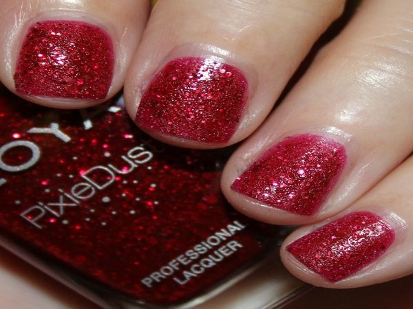 Sparkling Red Nails