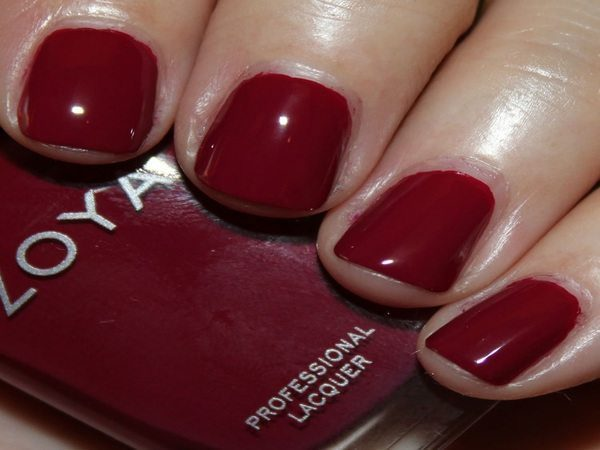 Matted Red Nails For Winter