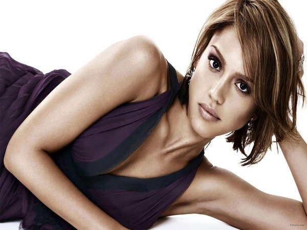 Jessica Alba Short Hair with Blond Streaks
