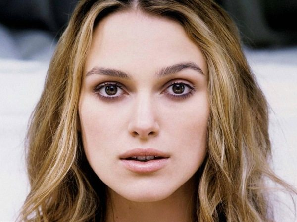 Keira Knightley Wavy Hair with Blond Streaks