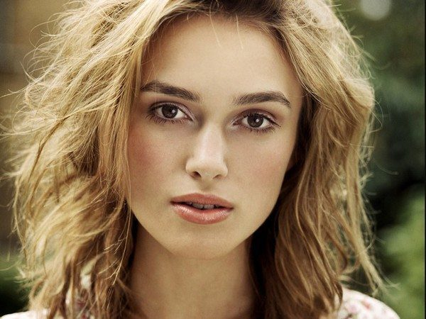 Keira Knightley Shoulder Length Blond Wavy Hair