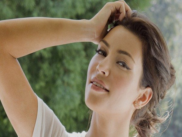 Kim Kardashian Vintage Curly Pulled Back Hairstyle