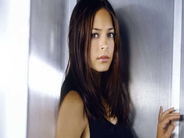 Kristin Kreuk Shoulder Length Messy Hair