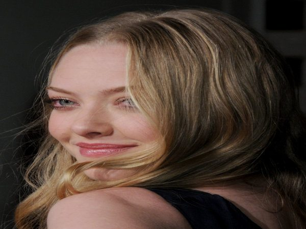 Amanda Seyfried Dark Blond Middle Parted Hair