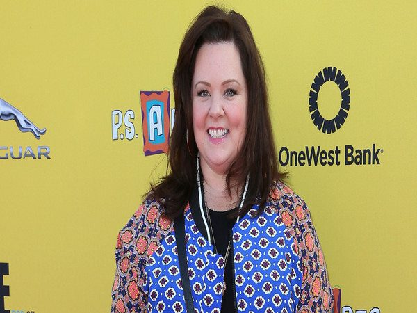 Melissa McCarthy Shoulder Length Straight Hair with Side Swept Bangs