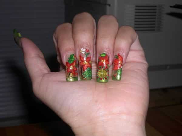 Poinsettia Nails with Green Tips