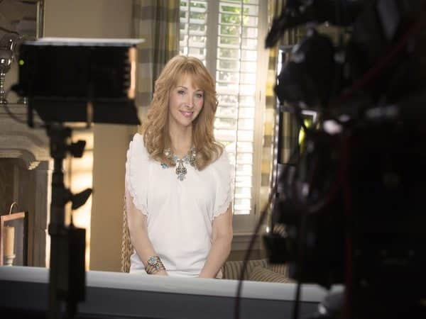 Lisa Kudrow Strawberry Blond Hair with Waves