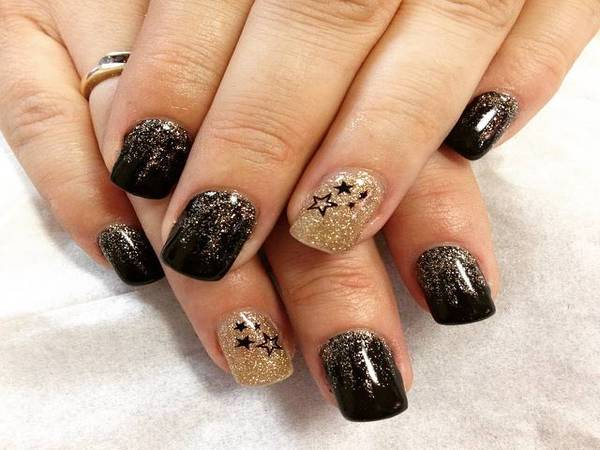 13 Neat New Year\'s Nail Designs