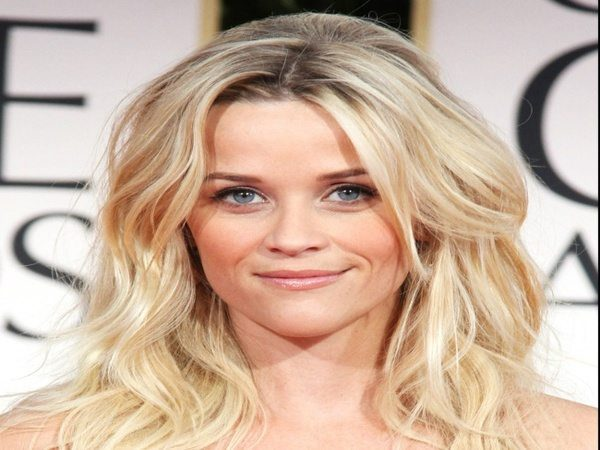 Reese Witherspoon Wavy Shoulder Length Hair