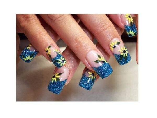 Blue Glitter Tips with Yellow Daisies