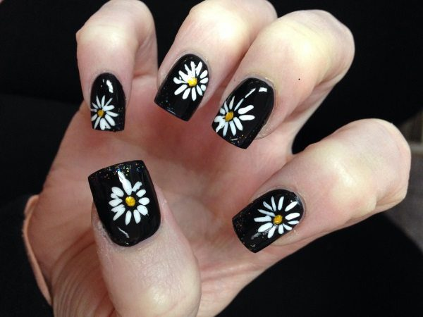 15 darling little daisy nail art designs daisy nail art prinsesfo Gallery