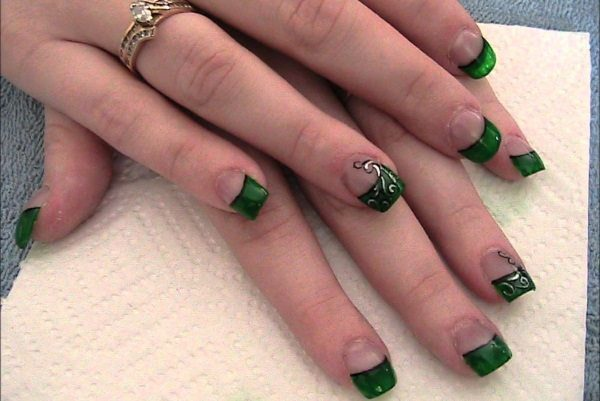 13 Gorgeous Emerald Green Nail Art Designs