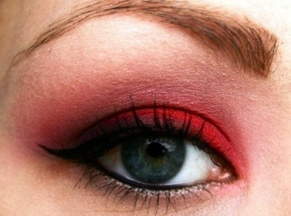 use red eyeshadow