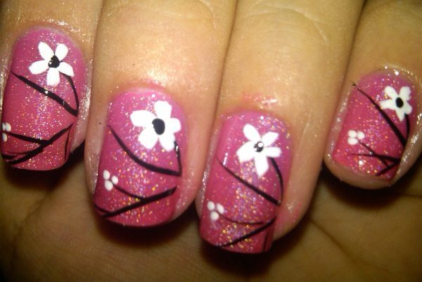 flower nail designs - 14 Cute And Easy Flower Nail Designs