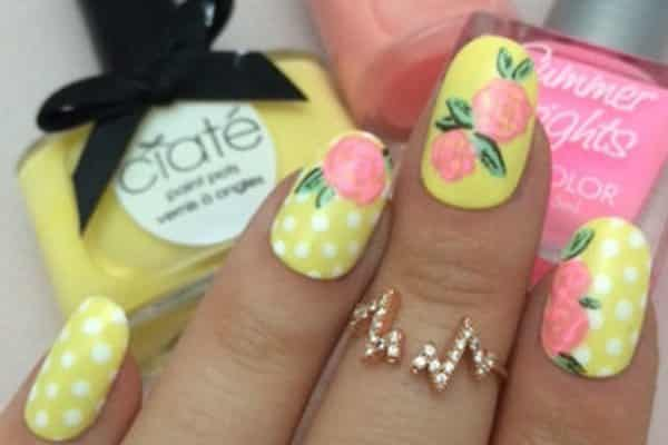 14 Perfect Pastel Yellow Nails for Spring