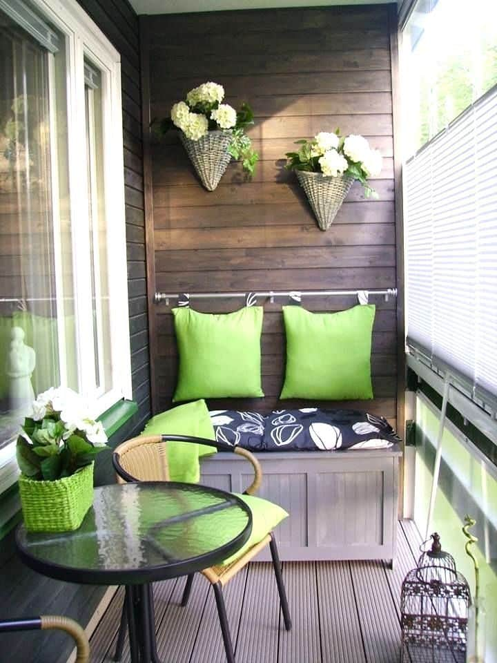 chairs-and-table-balcony