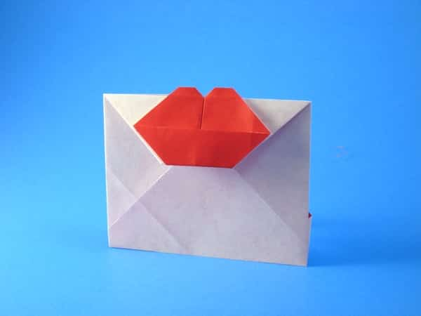 origami-envelope-with-kiss
