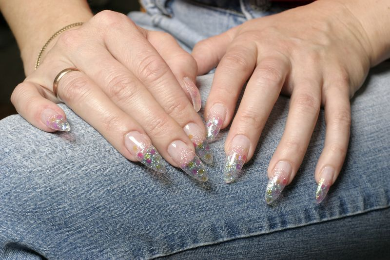 clear-nails-with-glitter-pointy-nails